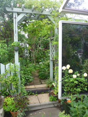 10-8-29-gardengate.jpg